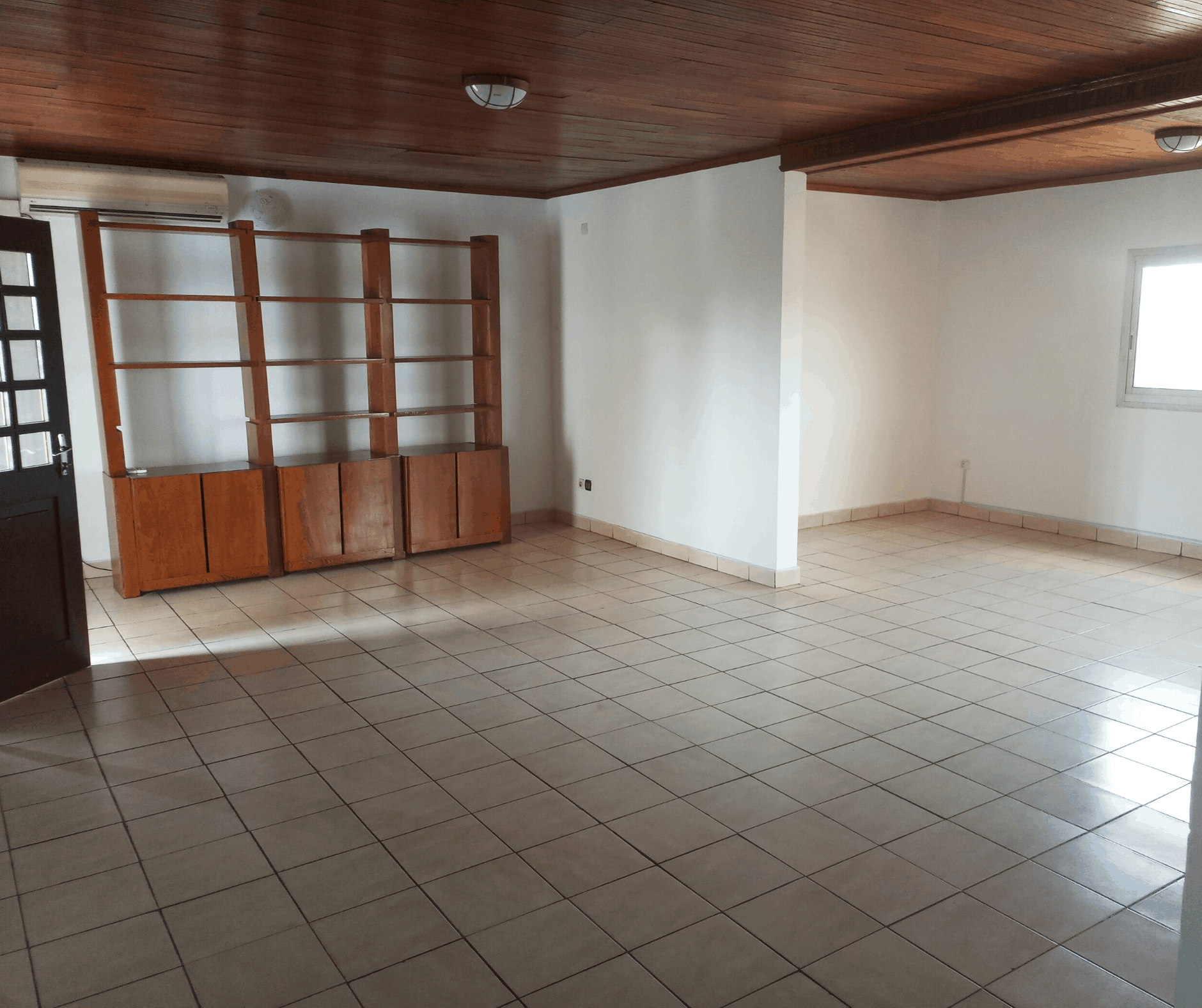 Apartment to rent - Douala, Bonapriso, Hydrocarbures - 1 living room(s), 3 bedroom(s), 2 bathroom(s) - 700 000 FCFA / month