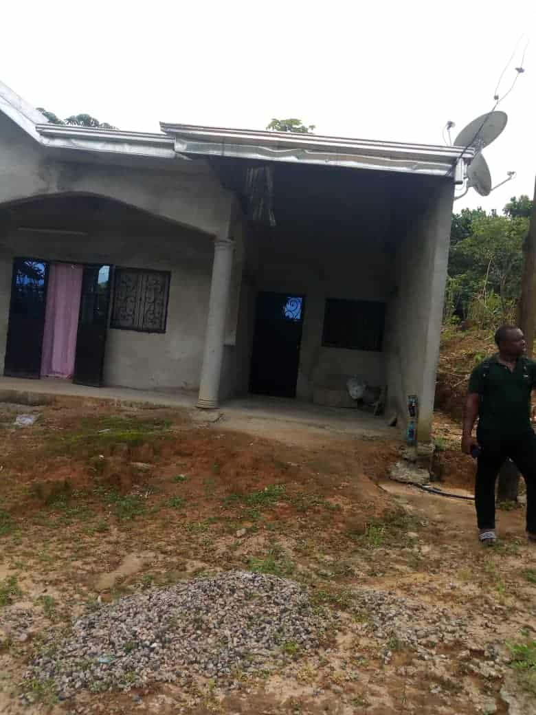 Maison (Villa) à vendre - Douala, Kotto, Lendi - 1 salon(s), 3 chambre(s), 2 salle(s) de bains - 15 000 000 FCFA