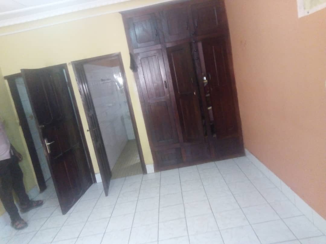 House (Villa) for sale - Douala, Logpom, Carrefour Express - 1 living room(s), 4 bedroom(s), 3 bathroom(s) - 70 000 000 FCFA / month