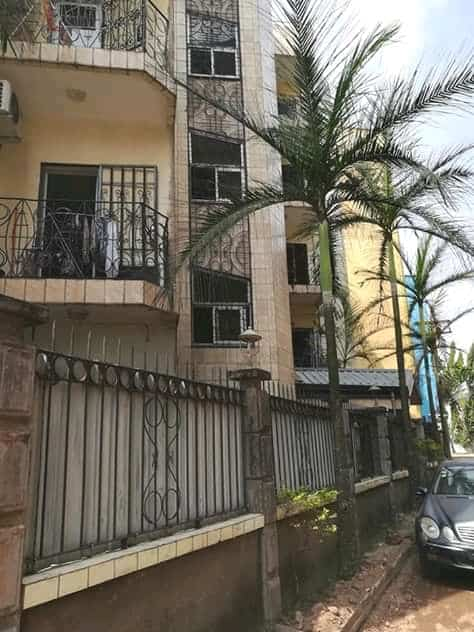 Apartment to rent - Douala, Bonapriso, Ver le lycée mongo - 1 living room(s), 3 bedroom(s), 4 bathroom(s) - 350 000 FCFA / month