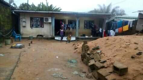 Maison (Villa) à vendre - Douala, Nyala Bassa, chateaux - 1 salon(s), 3 chambre(s), 2 salle(s) de bains - 10 000 000 FCFA