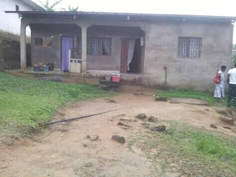 Maison (Villa) à vendre - Douala, Beedi, total - 1 salon(s), 3 chambre(s), 2 salle(s) de bains - 9 000 000 FCFA