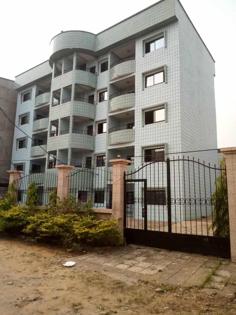 Maison (Concession) à vendre - Douala, Makepe, Immeuble  neuf à vendre avec 10 appartements de 02 chambres chacun - 10 salon(s), 20 chambre(s), 20 salle(s) de bains - 300 000 000 FCFA