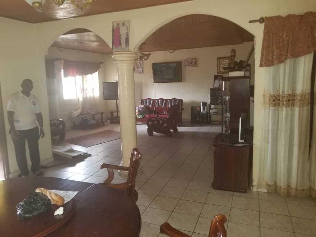 Maison (Villa) à vendre - Douala, Logpom, Derrière andem - 1 salon(s), 4 chambre(s), 3 salle(s) de bains - 70 000 000 FCFA