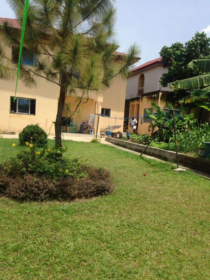 Maison (Duplex) à vendre - Douala, Makepe, St Tropez - 1 salon(s), 5 chambre(s), 6 salle(s) de bains - 250 000 000 FCFA
