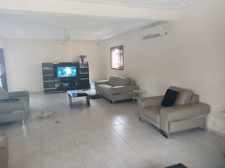 Maison (Villa) à vendre - Douala, Kotto, Mbangue - 1 salon(s), 4 chambre(s), 3 salle(s) de bains - 100 000 000 FCFA