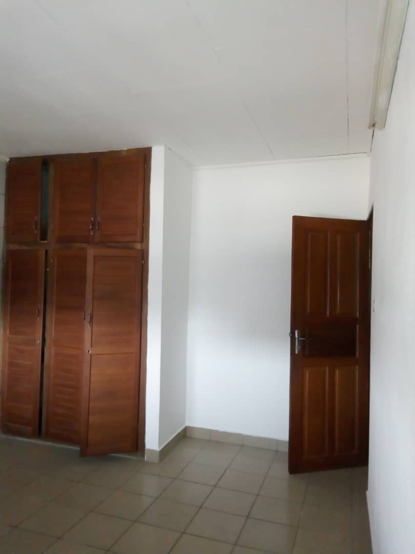 Apartment to rent - Douala, Cite Ubo Palmiers, Ver lycée - 1 living room(s), 2 bedroom(s), 2 bathroom(s) - 90 000 FCFA / month