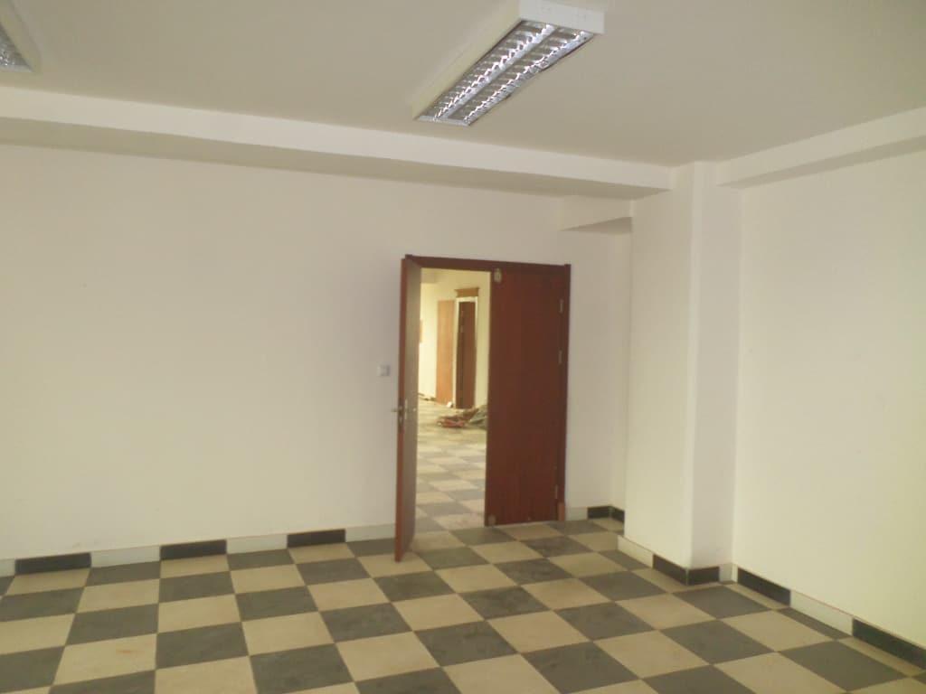 Office to rent at Yaoundé, Bastos, IMMEUBLE A 7 ETAGES AVEC ASCENCEUR POUR BUREAU - 2000 m2 - 16 000 000 FCFA
