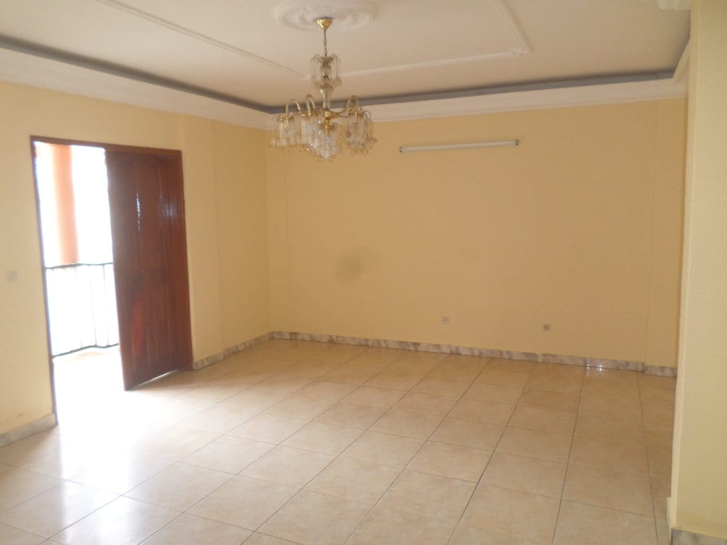 Appartement à louer - Yaoundé, Bastos, PAS LOIN DE LAMBASSADE DU NIGERIA - 1 salon(s), 2 chambre(s), 2 salle(s) de bains - 265 000 FCFA / mois