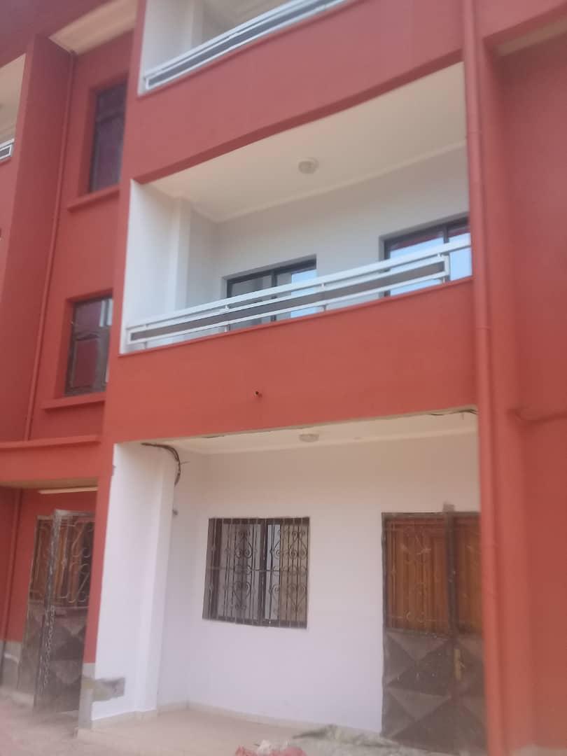 Apartment to rent - Yaoundé, Abome, Appartement à louer hauts standing à Yaoundé nkolmesseng - 1 living room(s), 3 bedroom(s), 2 bathroom(s) - 180 000 FCFA / month