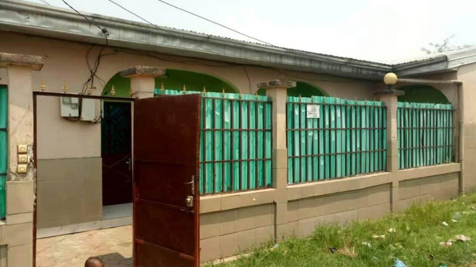 Maison (Villa) à vendre - Douala, Bonanjo, base navale - 1 salon(s), 3 chambre(s), 2 salle(s) de bains - 10 000 000 FCFA