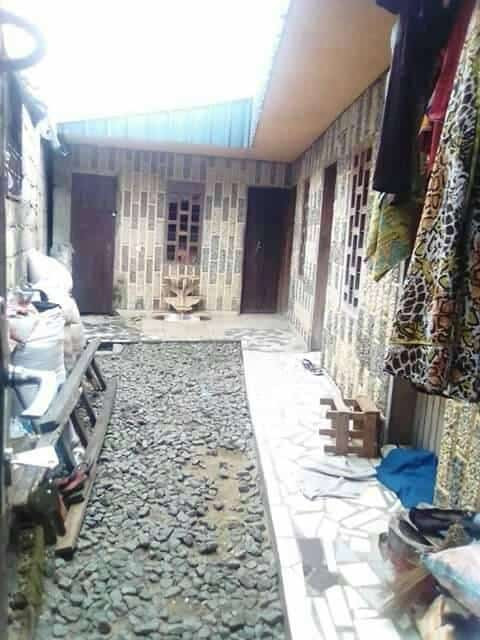 Maison (Villa) à vendre - Douala, Ndokotti, ccc - 1 salon(s), 3 chambre(s), 2 salle(s) de bains - 7 000 000 FCFA