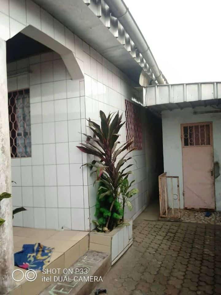 Maison (Villa) à vendre - Douala, Oyak, bm - 1 salon(s), 3 chambre(s), 2 salle(s) de bains - 22 000 000 FCFA