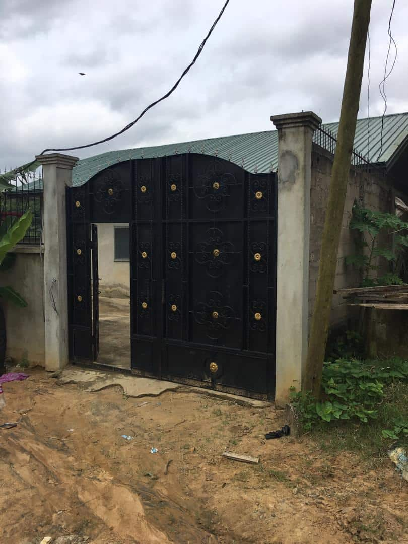 Maison (Villa) à vendre - Douala, PK 10, Ver le génie militaire - 1 salon(s), 4 chambre(s), 3 salle(s) de bains - 30 000 000 FCFA