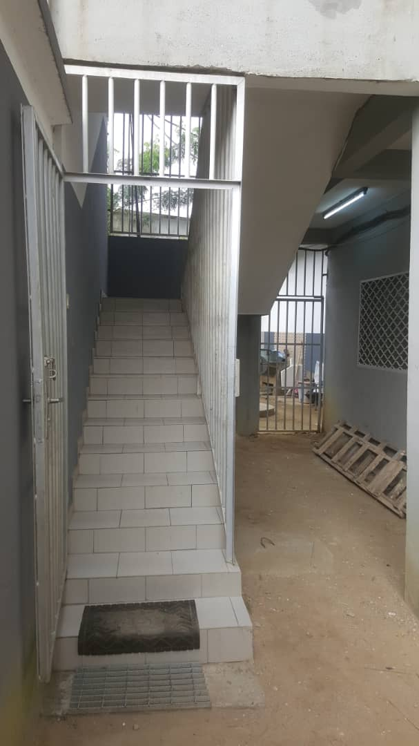 Apartment to rent - Douala, Makepe, Ver tradex parcours vitæ - 1 living room(s), 2 bedroom(s), 3 bathroom(s) - 170 000 FCFA / month