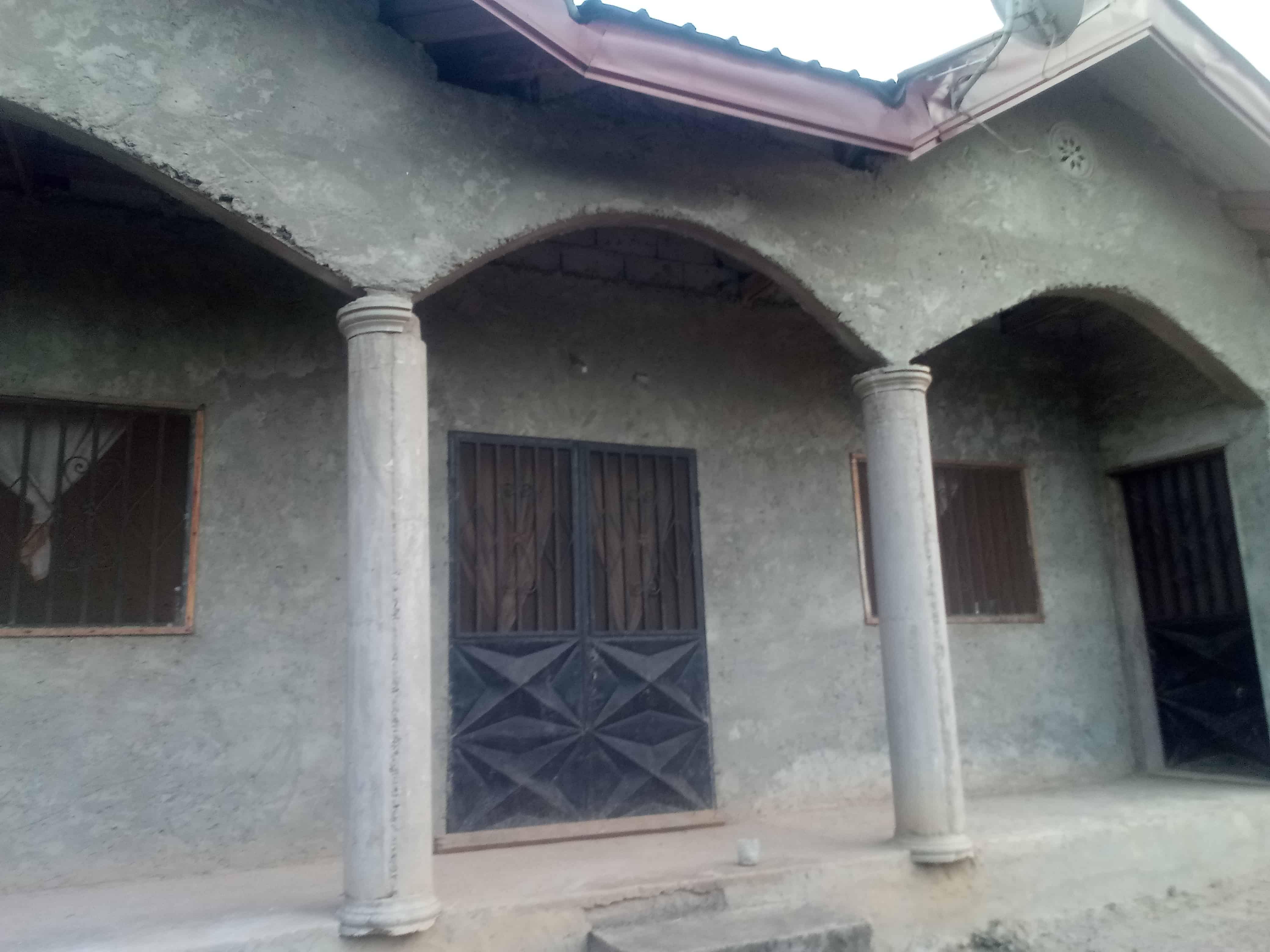 Maison (Villa) à vendre - Yaoundé, Etoudi, Tsinga village pas loin de la nouvelle route du stade olembé - 1 salon(s), 4 chambre(s), 3 salle(s) de bains - 39 500 000 FCFA