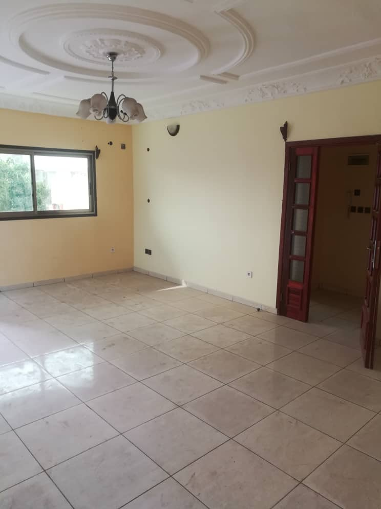 Apartment to rent - Douala, Bonamoussadi, Ver IPPB - 1 living room(s), 2 bedroom(s), 2 bathroom(s) - 220 000 FCFA / month