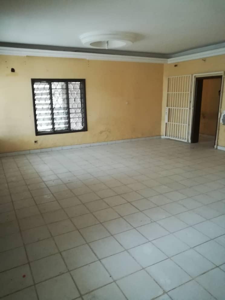 House (Duplex) to rent - Douala, Deido, Ver bonateki - 2 living room(s), 4 bedroom(s), 4 bathroom(s) - 350 000 FCFA / month