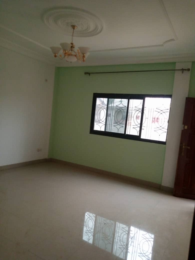 Apartment to rent - Douala, Makepe, Ver le lycée - 1 living room(s), 2 bedroom(s), 2 bathroom(s) - 125 000 FCFA / month
