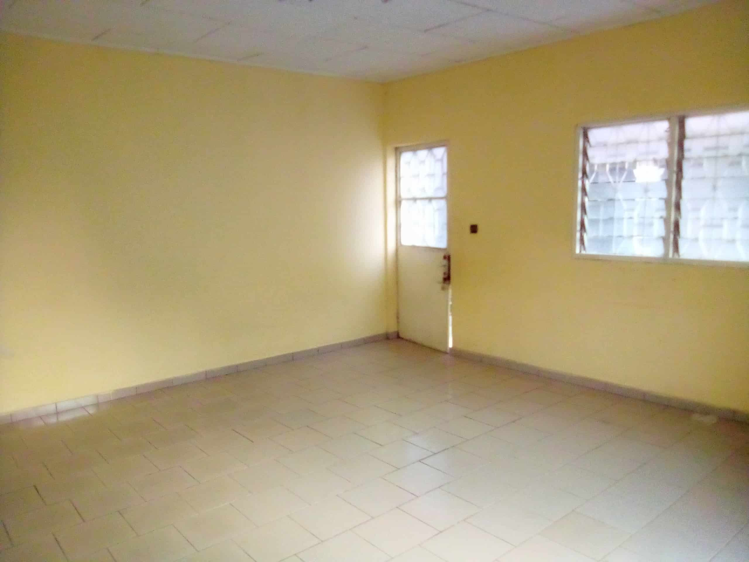 Apartment to rent - Douala, Kotto, bloc - 1 living room(s), 2 bedroom(s), 1 bathroom(s) - 80 000 FCFA / month