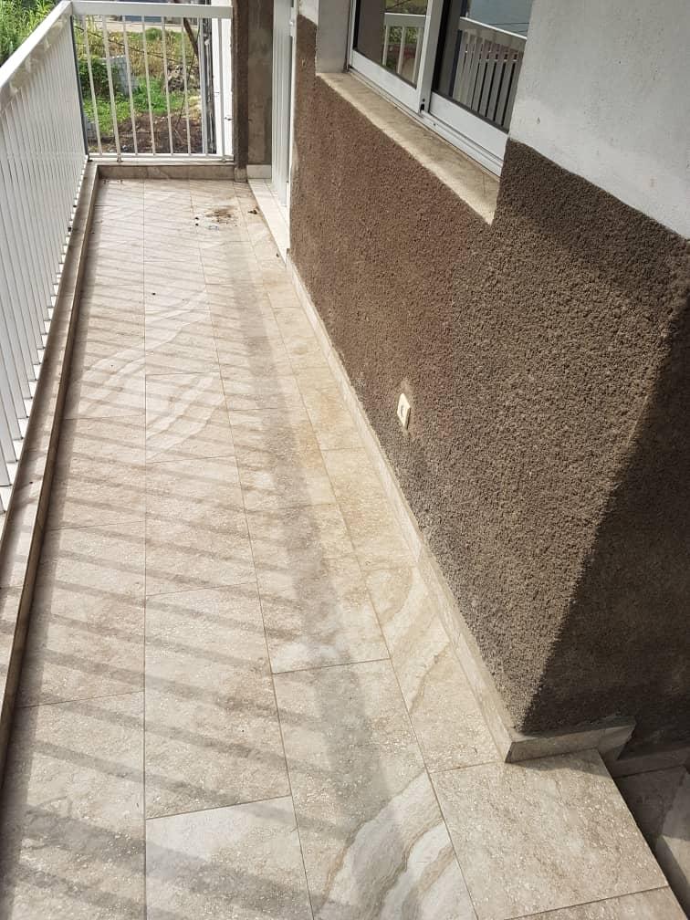 Appartement à louer - Douala, Bonamoussadi, Ver hôtel mbaya - 1 salon(s), 3 chambre(s), 2 salle(s) de bains - 180 000 FCFA / mois