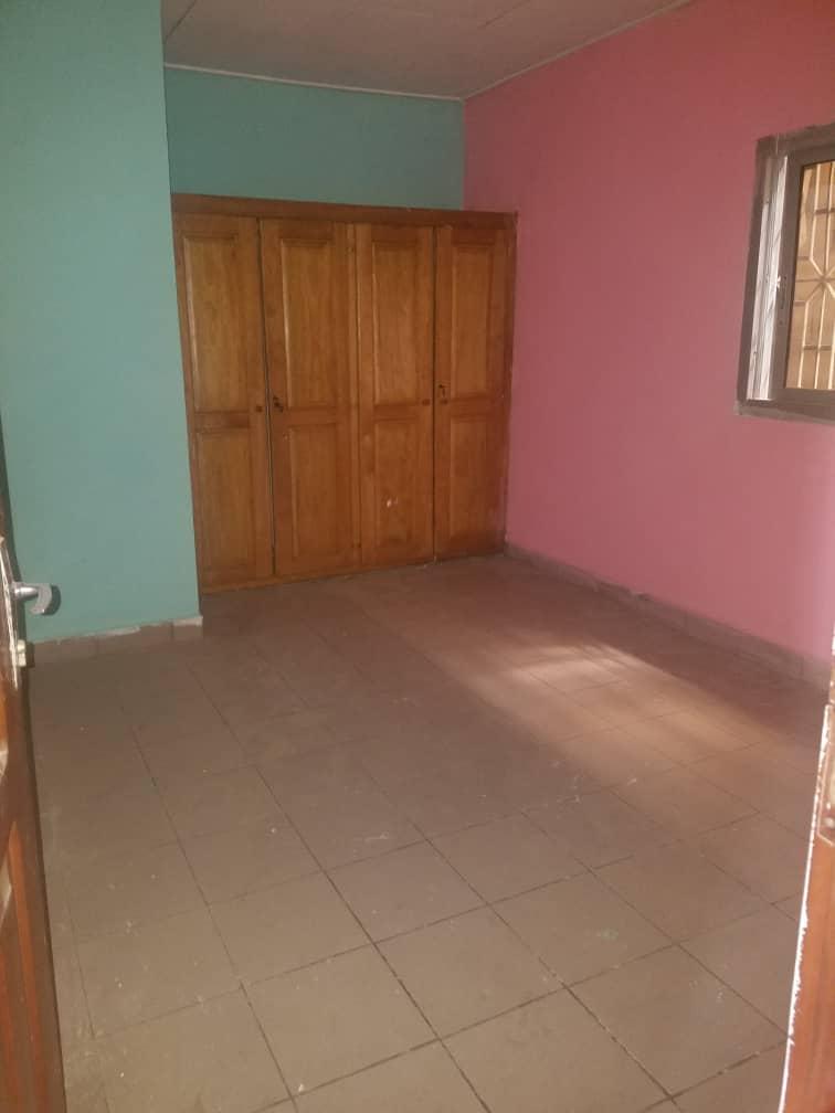 Appartement à louer - Douala, Logbessou I, Ver crtv bar - 1 salon(s), 2 chambre(s), 1 salle(s) de bains - 70 000 FCFA / mois