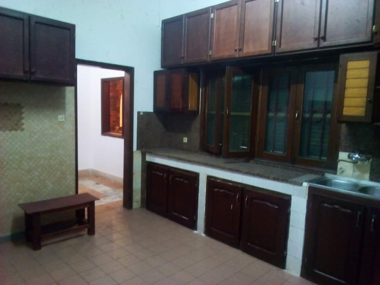 House (Villa) to rent - Yaoundé, Bastos, nouvelle route villa avec piscine - 2 living room(s), 5 bedroom(s), 6 bathroom(s) - 2 000 000 FCFA / month
