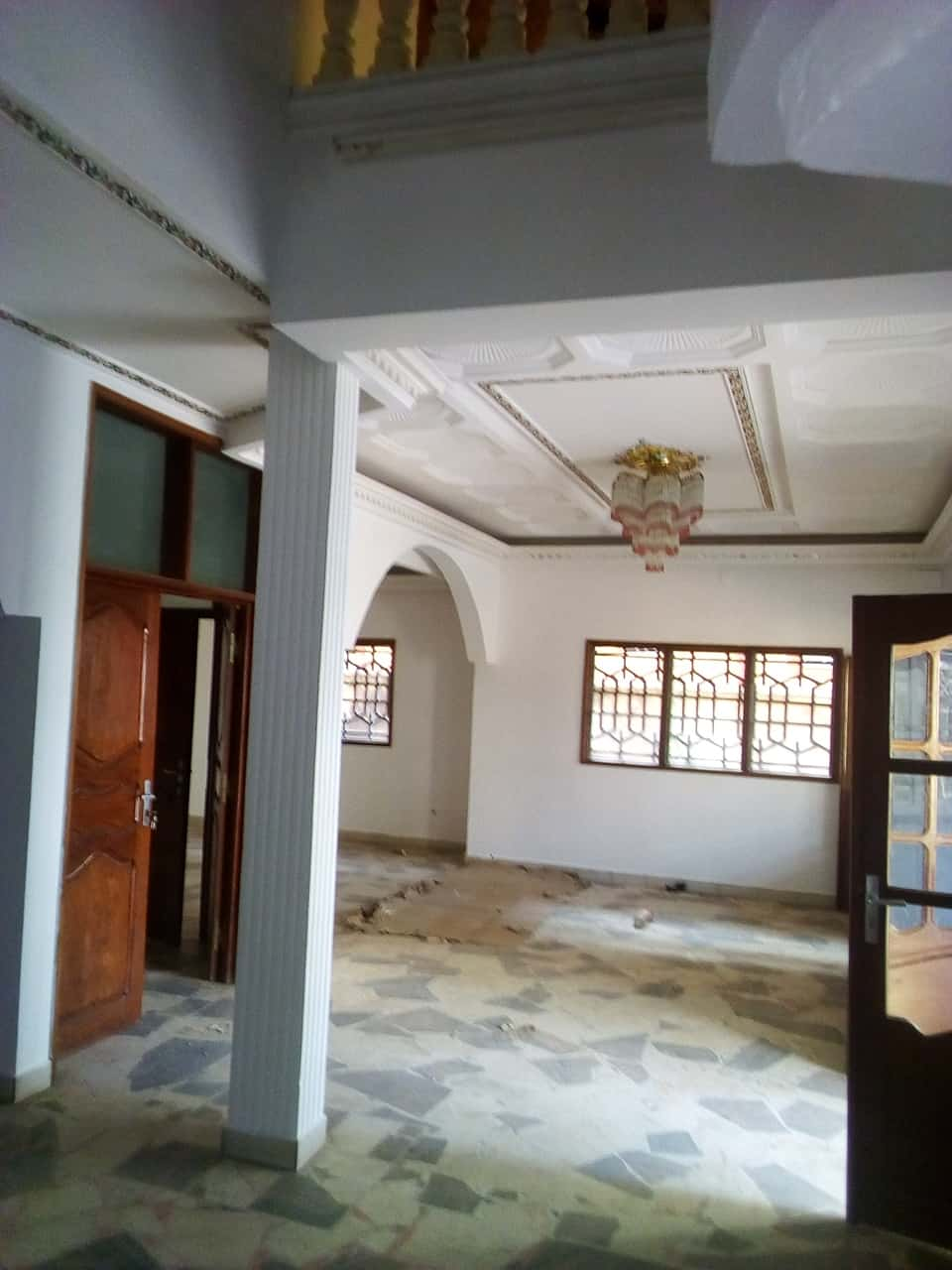 Bureau à louer à Yaoundé, Bastos, pas loin de lhotel le diplomate - 700 m2 - 1 500 000 FCFA