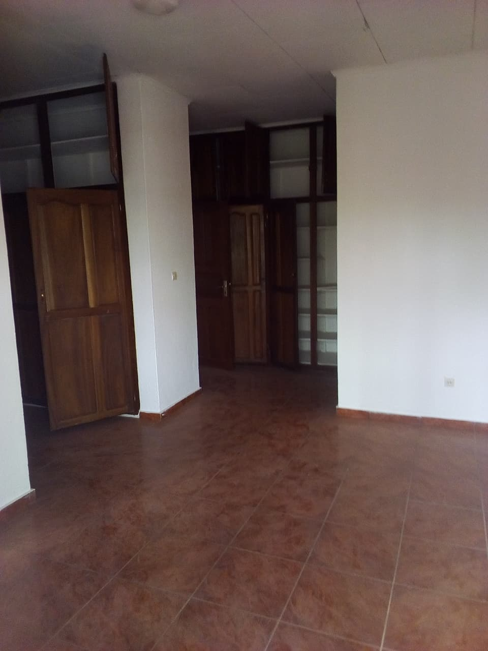 Office to rent at Yaoundé, Bastos, ambassade de chine - 1000 m2 - 1 800 000 FCFA