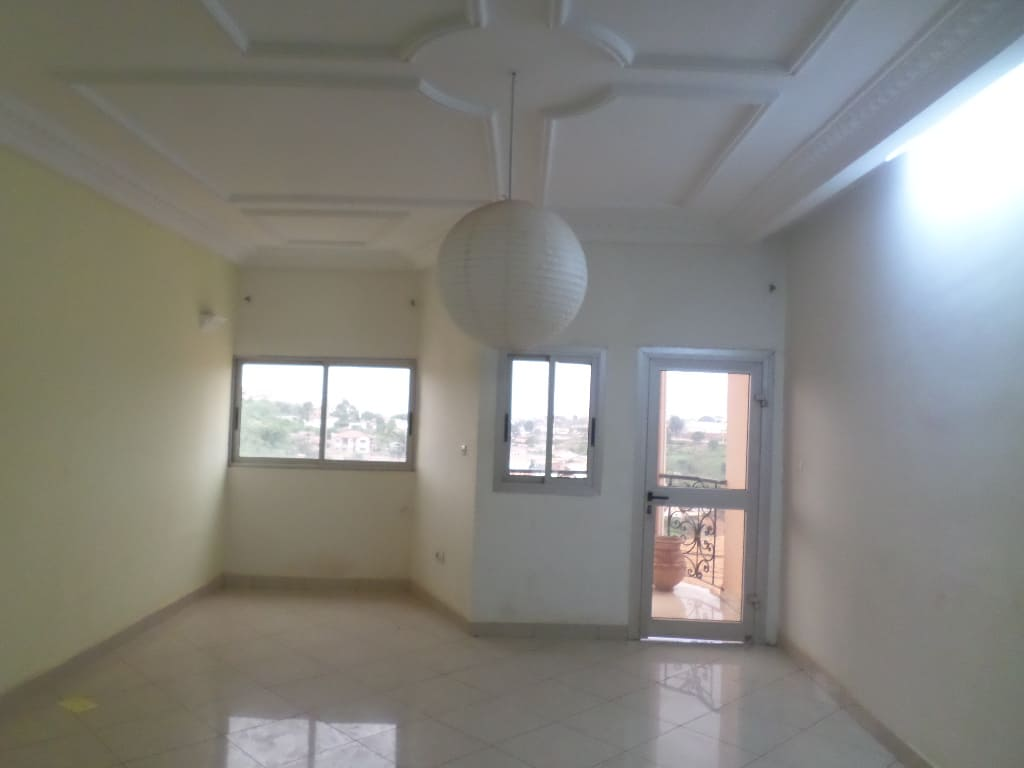 Apartment to rent - Yaoundé, Mbankolo, PAS LOIN DU CAREFFOUR - 1 living room(s), 2 bedroom(s), 2 bathroom(s) - 180 000 FCFA / month