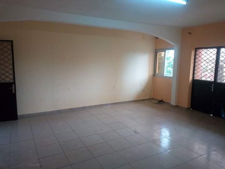 Appartement à louer - Douala, Makepe, Lycée de makepè - 1 salon(s), 2 chambre(s), 2 salle(s) de bains - 125 000 FCFA / mois