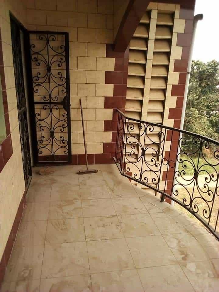 Appartement à louer - Douala, Logpom, Commissariat maison djoya logpom - 1 salon(s), 2 chambre(s), 2 salle(s) de bains - 90 000 FCFA / mois