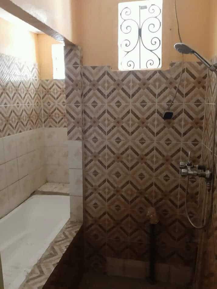 House (Villa) to rent - Douala, Makepe, Ver bloc L - 1 living room(s), 3 bedroom(s), 3 bathroom(s) - 350 000 FCFA / month