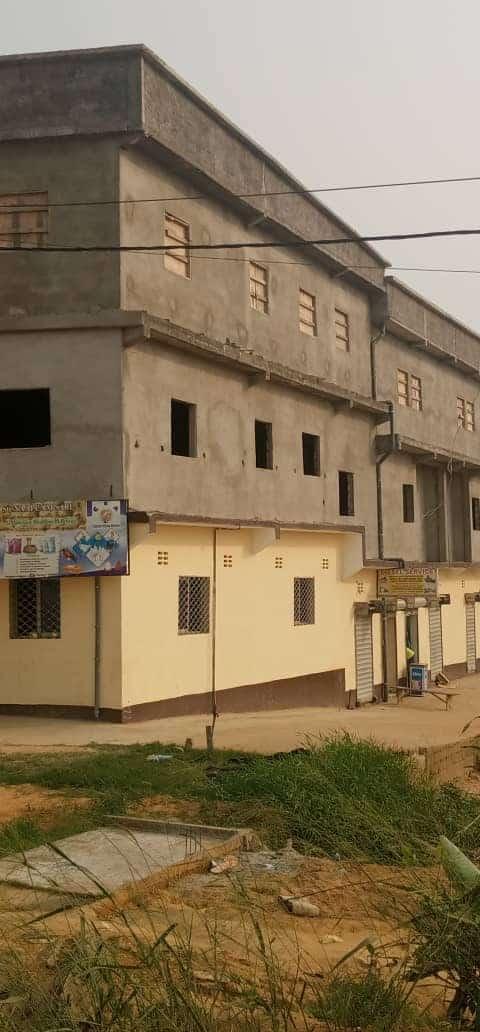 Store to rent at Douala, Ndogpassi I, bakoko - 700 m2 - 5 FCFA