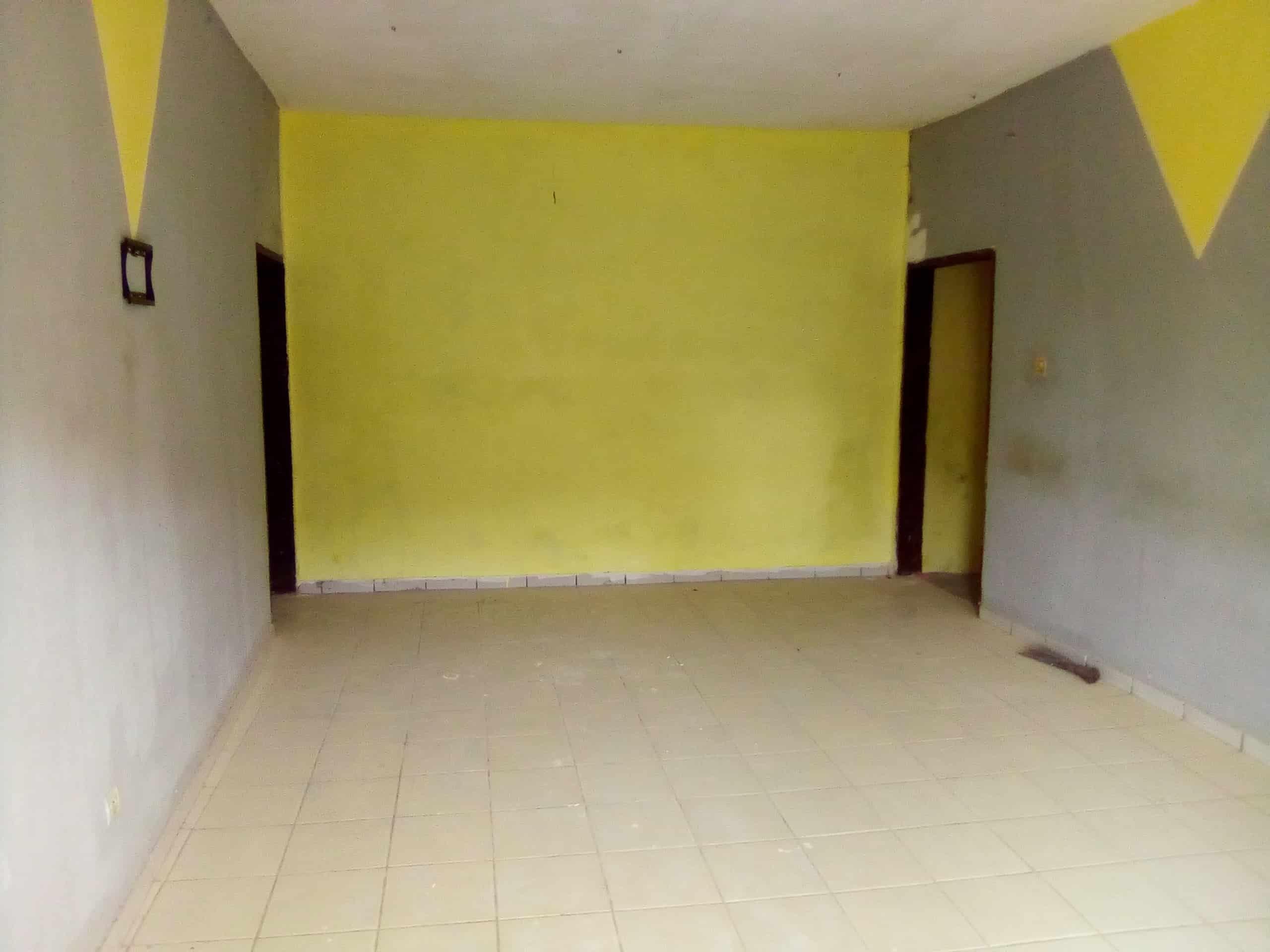 Appartement à louer - Douala, Makepe, BM - 1 salon(s), 3 chambre(s), 2 salle(s) de bains - 80 000 FCFA / mois