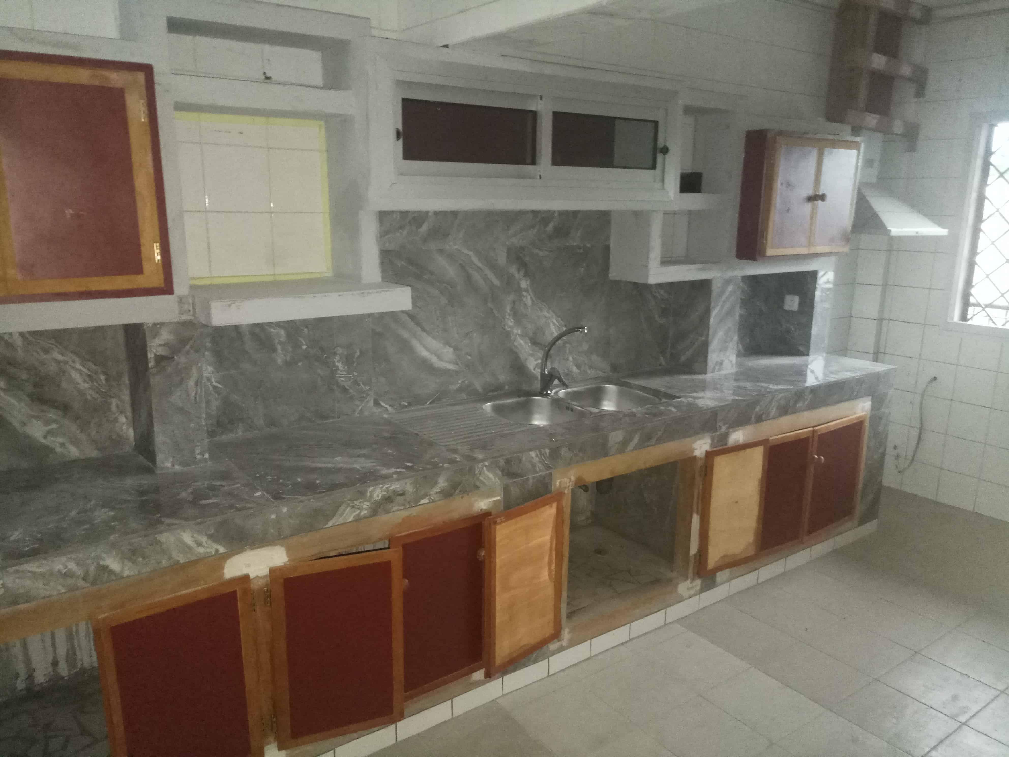 Appartement à louer - Douala, Bonanjo, Vallée des ministres - 1 salon(s), 3 chambre(s), 2 salle(s) de bains - 800 000 FCFA / mois