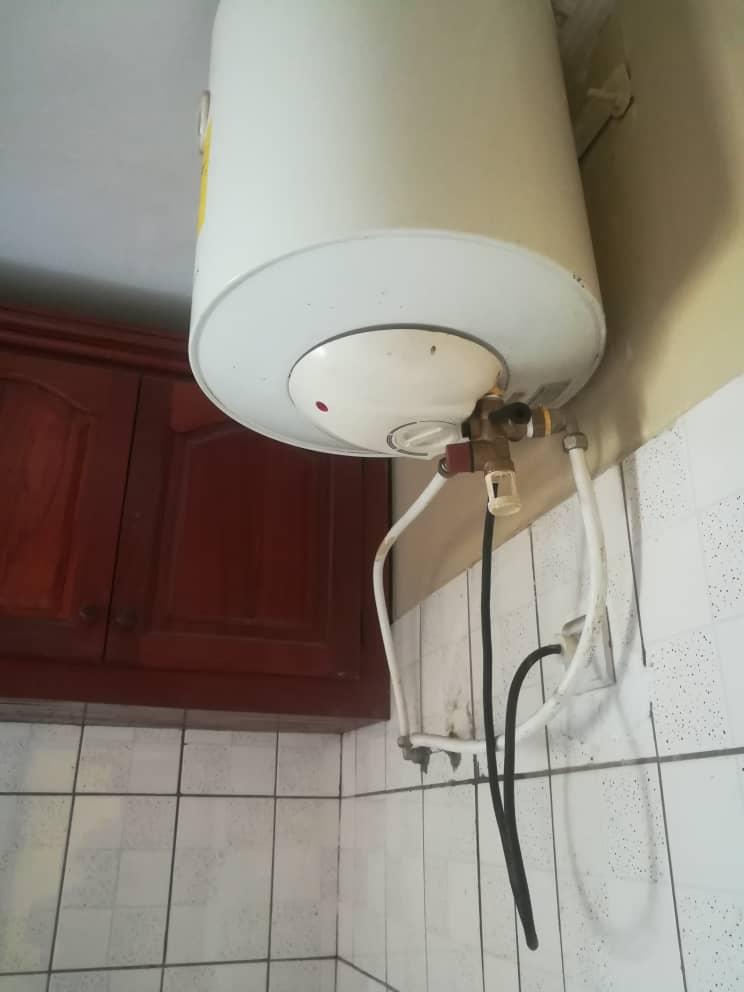 Appartement à louer - Douala, Bonamoussadi, Ver IPPB - 1 salon(s), 2 chambre(s), 2 salle(s) de bains - 150 000 FCFA / mois