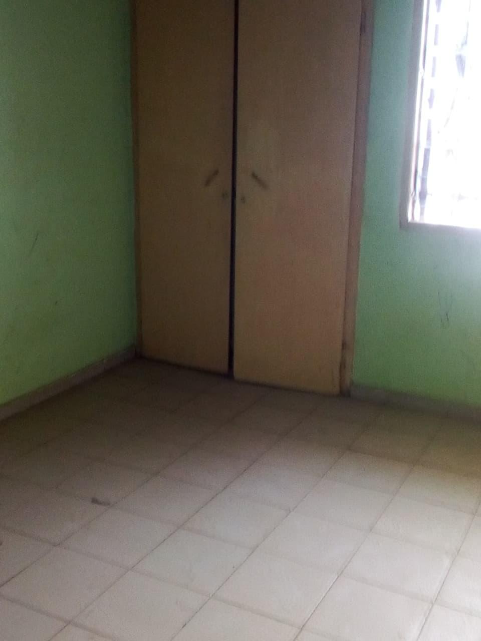 House (Villa) to rent - Yaoundé, Bastos, pas loin de meka - 1 living room(s), 3 bedroom(s), 2 bathroom(s) - 800 000 FCFA / month
