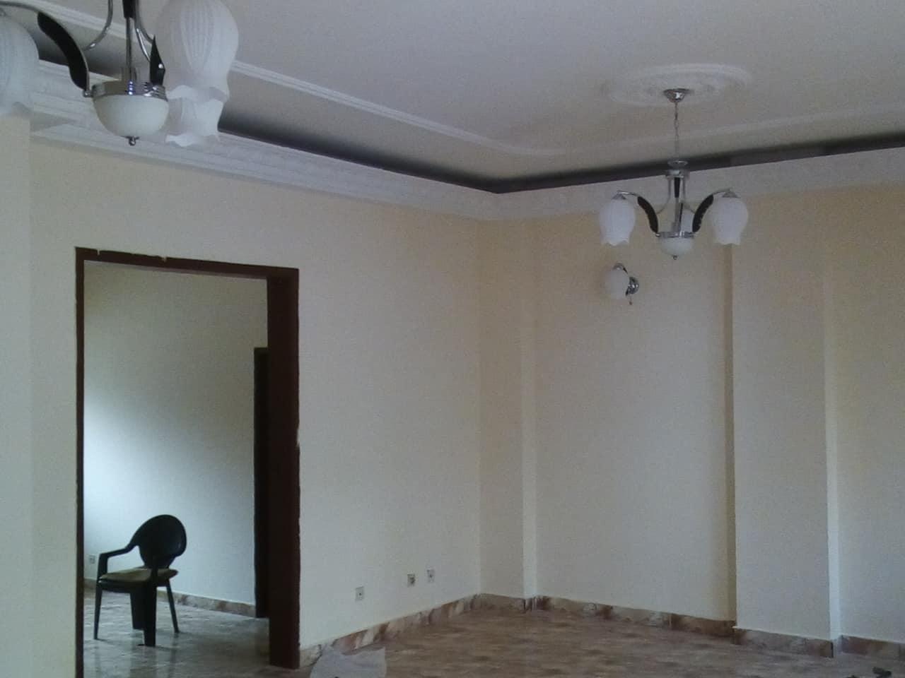 Appartement à louer - Yaoundé, Bastos, pas loin de lambassade du nigeria - 1 salon(s), 3 chambre(s), 3 salle(s) de bains - 400 000 FCFA / mois