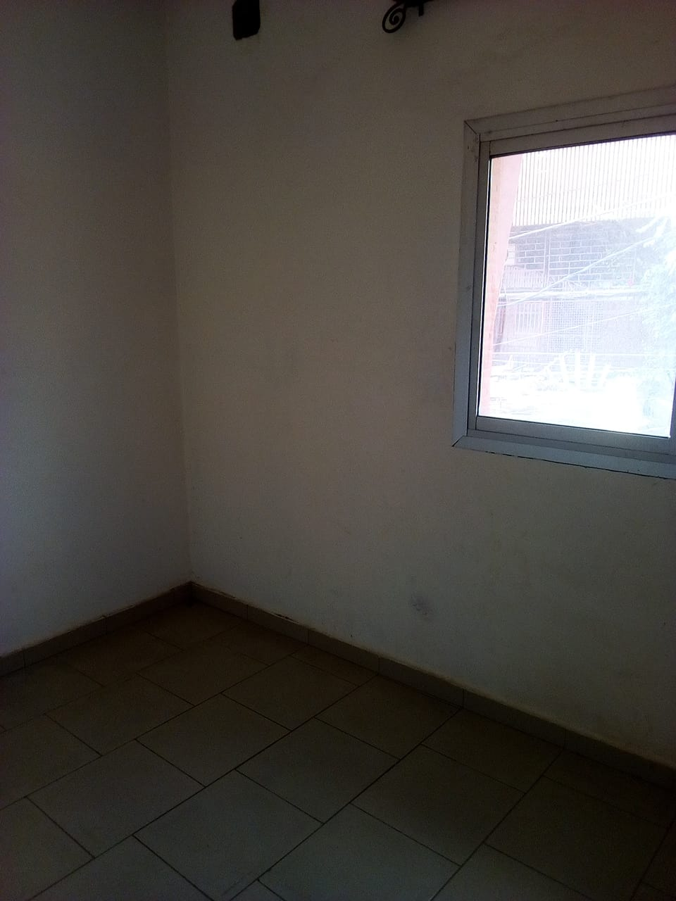 Office to rent at Yaoundé, Tsinga, pas loin de fecafoot -  m2 - 200 000 FCFA