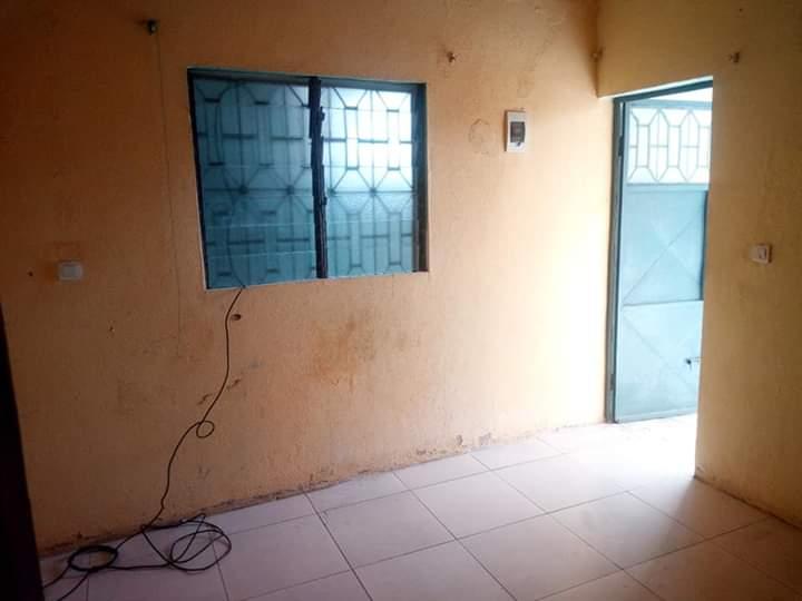 Studio to rent - Douala, Makepe, Après total cours suprême MAKEPÈ presque bordure du goudron. - 20 000 FCFA / month