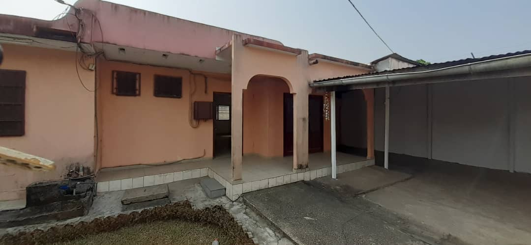 House (Villa) to rent - Douala, Makepe, Ver carrefour petit pays - 1 living room(s), 3 bedroom(s), 2 bathroom(s) - 250 000 FCFA / month