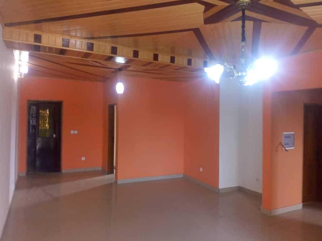 Apartment to rent - Douala, PK 14, PUIS PRECISEMENT À PK13 SITABAC AVANT LE GRAND MARCHÉ DE PK14 - 1 living room(s), 2 bedroom(s), 2 bathroom(s) - 100 000 FCFA / month