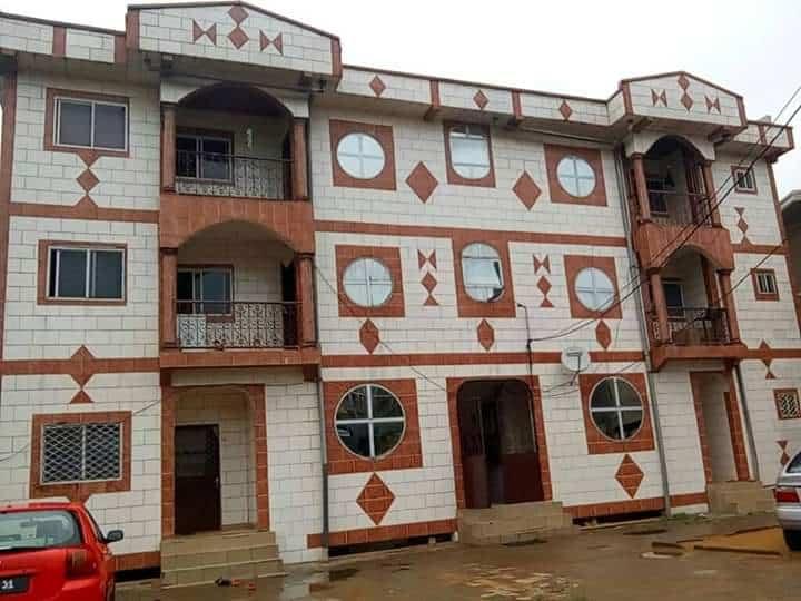 Apartment to rent - Douala, Logpom, Vers école basson - 1 living room(s), 3 bedroom(s), 2 bathroom(s) - 100 000 FCFA / month