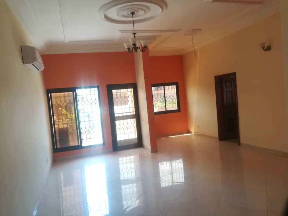 Apartment to rent - Douala, Makepe, Ver Bm - 1 living room(s), 2 bedroom(s), 3 bathroom(s) - 250 000 FCFA / month
