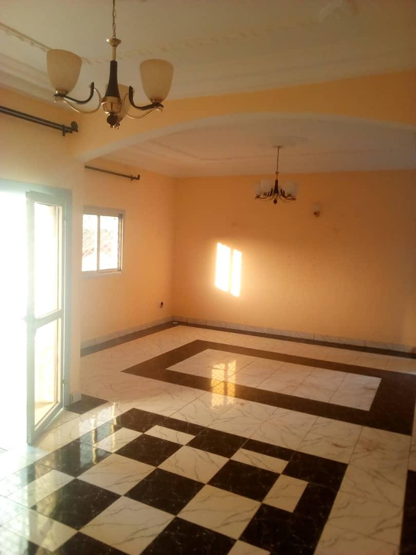 Apartment to rent - Douala, Logbessou II, Ver tampico - 1 living room(s), 3 bedroom(s), 2 bathroom(s) - 100 000 FCFA / month
