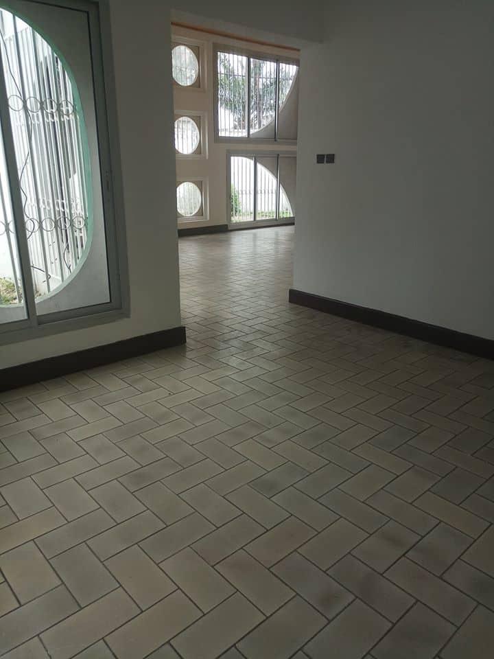 House (Villa) to rent - Douala, Bali, rue des manguiers - 1 living room(s), 4 bedroom(s), 3 bathroom(s) - 700 000 FCFA / month