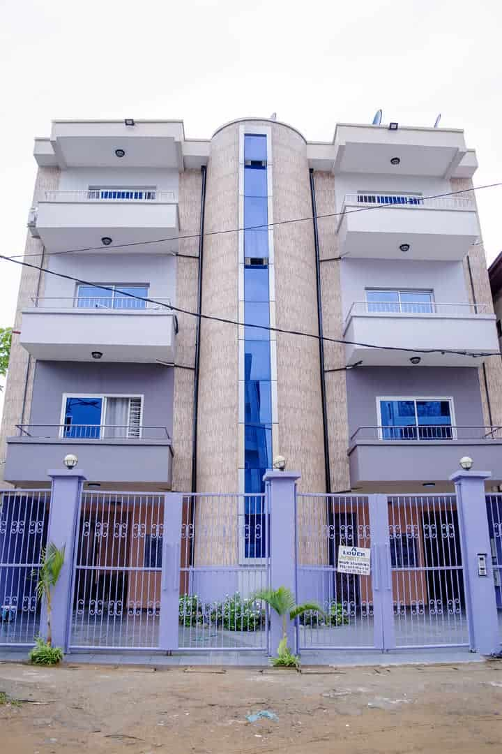 Apartment to rent - Douala, Logbessou I, après fin goudron basson - 1 living room(s), 2 bedroom(s), 3 bathroom(s) - 150 000 FCFA / month