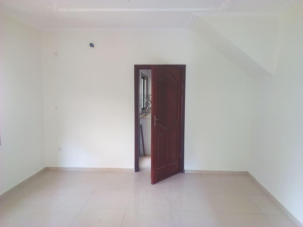Apartment to rent - Yaoundé, Bastos, pas loin du golf (immeuble neuf de 18 appartements avec ascenceur - 1 living room(s), 3 bedroom(s), 3 bathroom(s) - 18 000 000 FCFA / month
