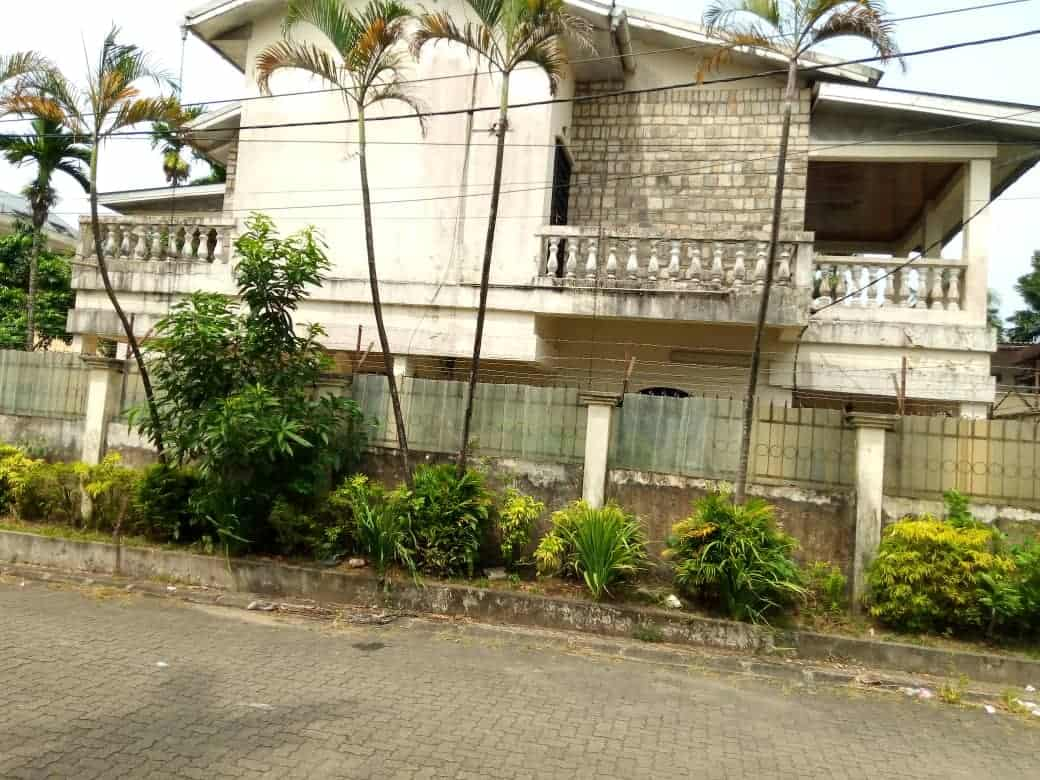House (Duplex) for sale - Douala, Bonapriso, Bonapriso - 1 living room(s), 5 bedroom(s), 3 bathroom(s) - 450 000 000 FCFA / month